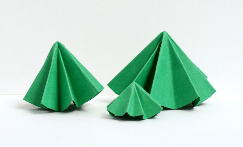 Combine Christmas with geometry and engineering in this super-fun Christmas tree building challenge that transforms paper circles into 3D trees!