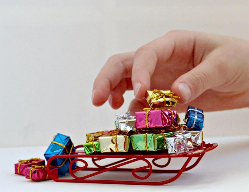 Christmas Present Stack Grinch STEM Activity