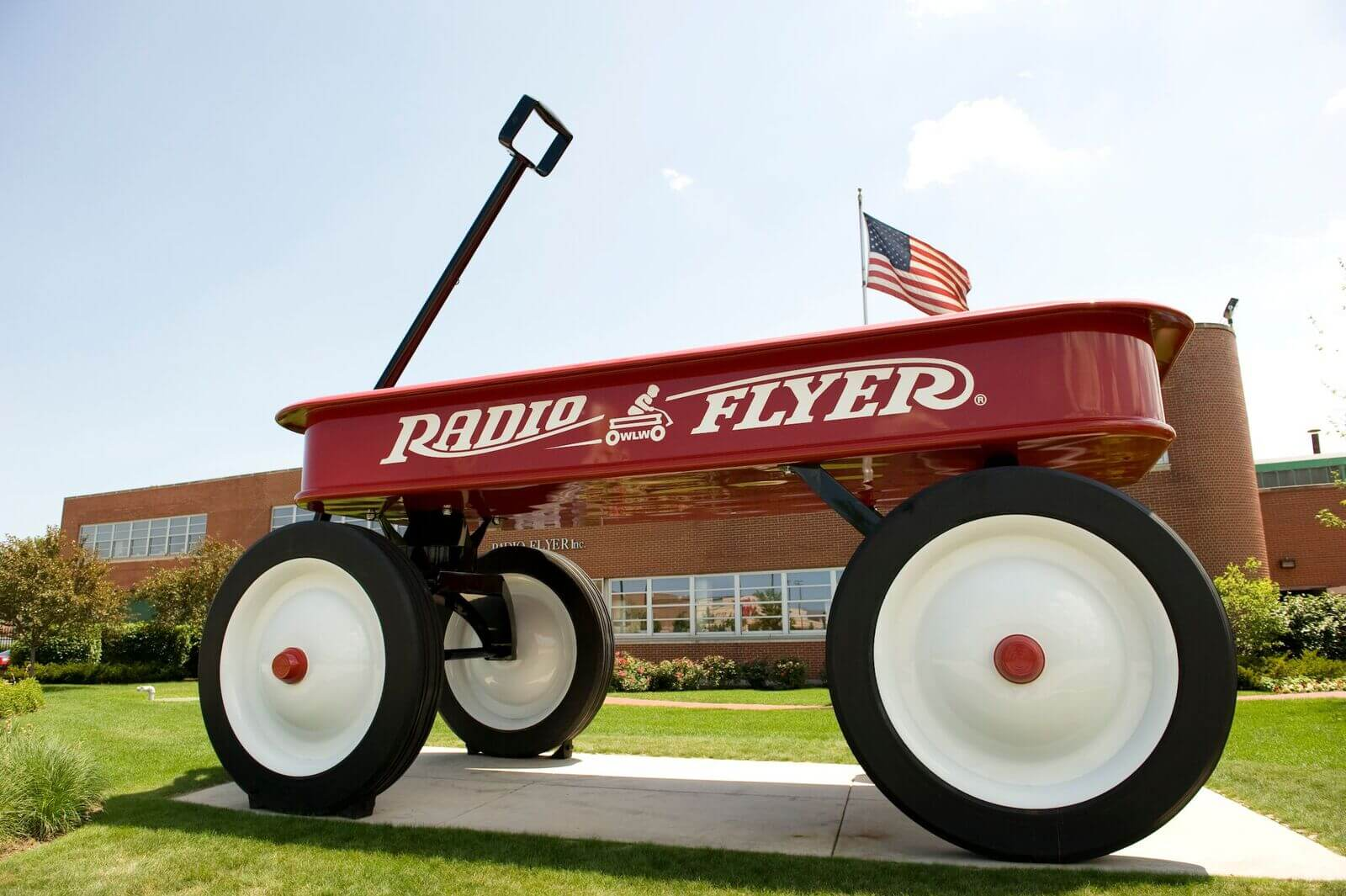 Record Breaking News: The World's Largest Wagon & Celebration